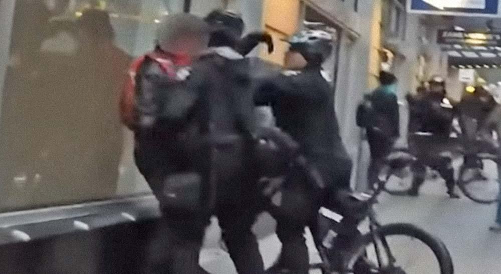 Policía detiene a un peatón y le acusa de obstrucción y resistencia sin motivo alguno 8