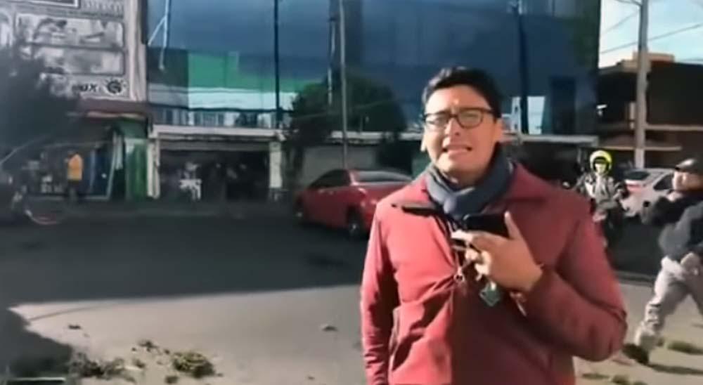 Reportero informa sobre la caída de una árbol y descubre que ha caído sobre su coche. 1