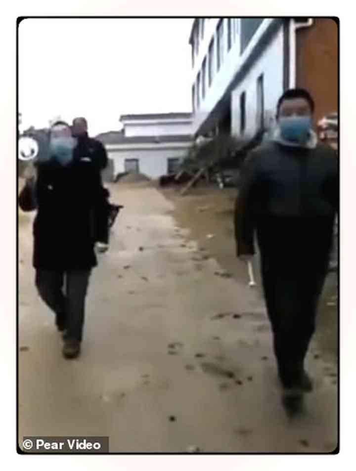Los aldeanos Chinos fortifican pueblos para evitar que entre gente infectada [Vídeos y fotos] 8