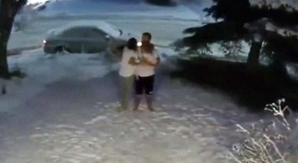 Escapa de casa con su hijo en brazos al detectar un terremoto 7