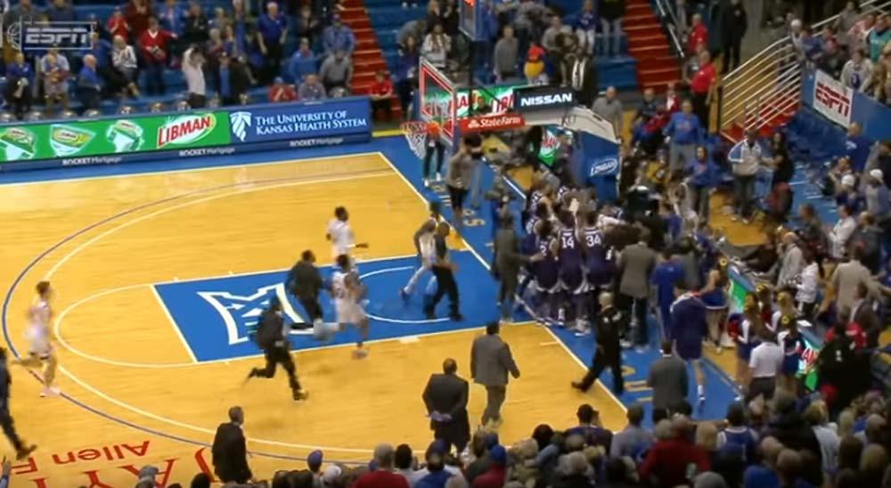 Partido de baloncesto universitario termina en batalla campal 4