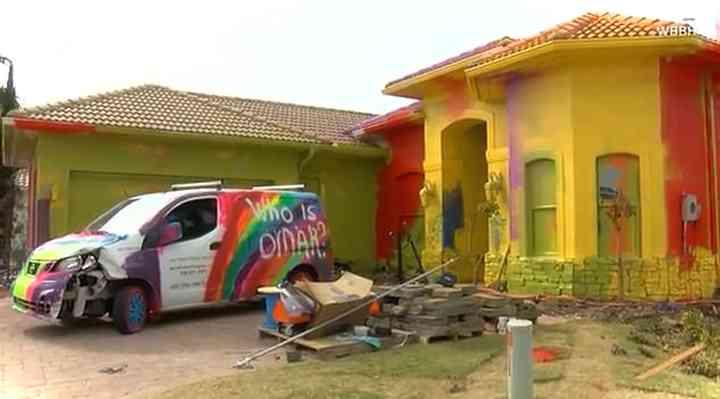 Un hombre convierte su casa de 450.000 euros en una pesadilla tecnicolor 3