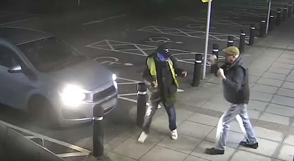 Abuelo de 77 años se enfrenta al ladrón quiere robarle 1