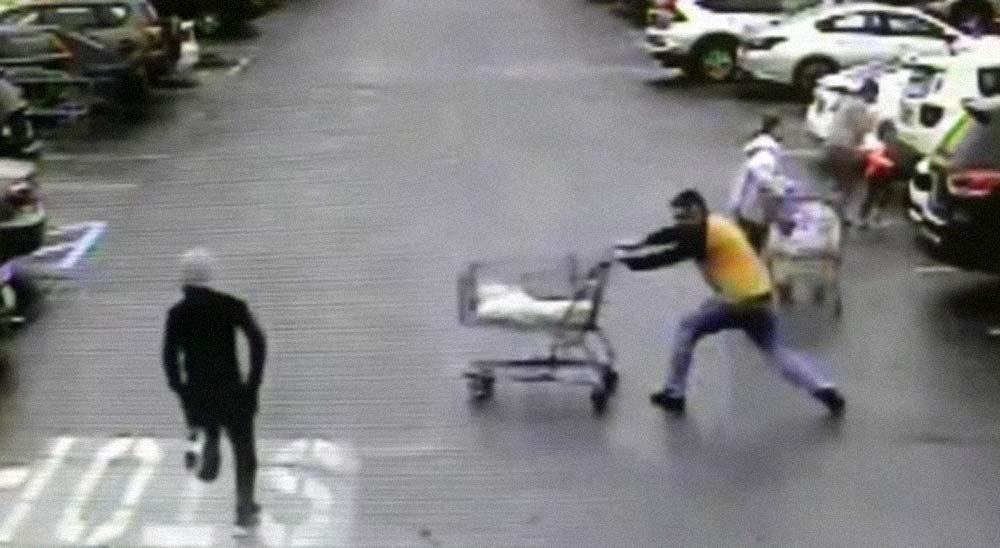Atrapa a un ladrón lanzado su carrito de la compra 3