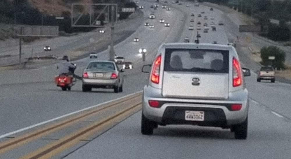 Motorista y conductor de un coche se enfrentan con un fatal resultado 3