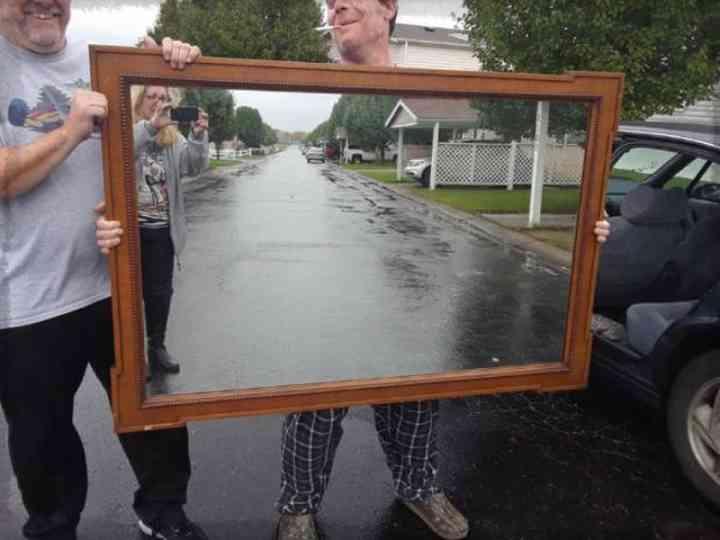 20 divertidas fotos de personas que intentan vender un espejo 21