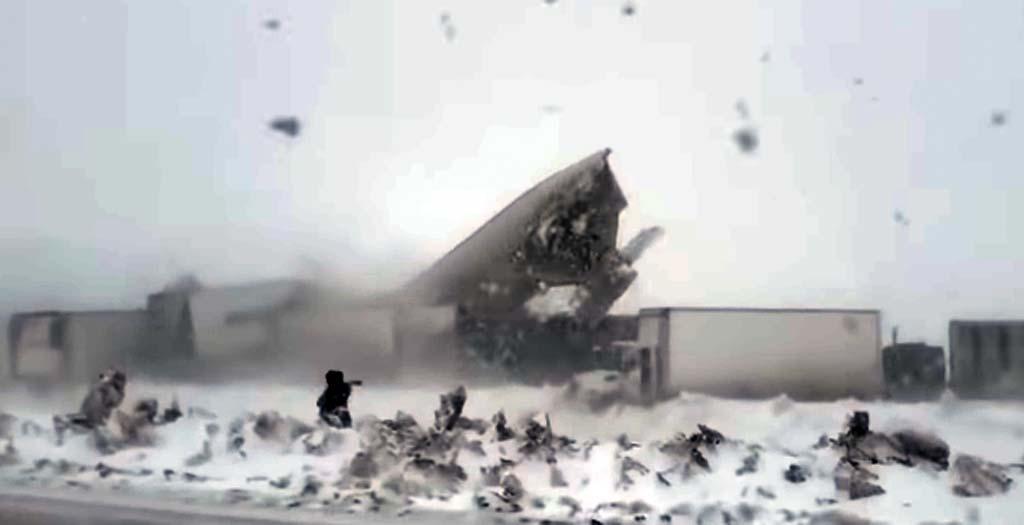 Una familia graba horrorizada una colisión múltiple de camiones 9