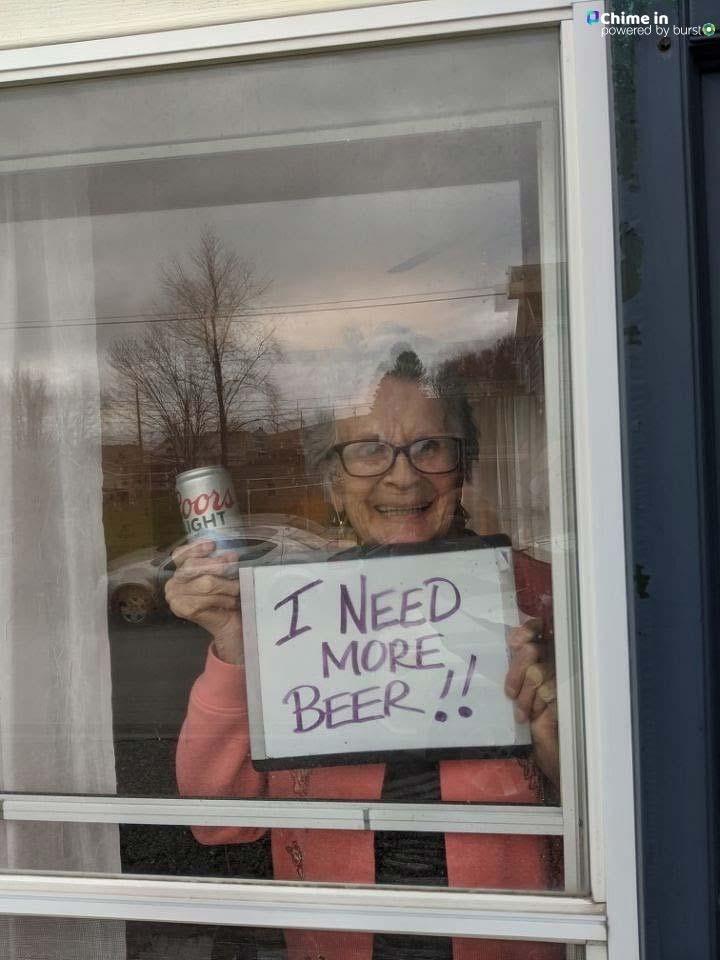 Entregan 10 cajas de cerveza a una abuela de 93 años confinada en casa por el coronavirus 2