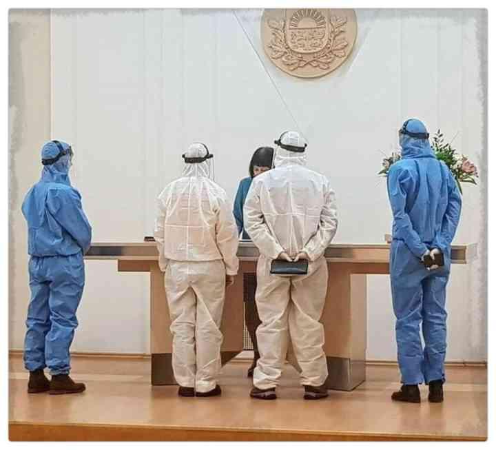 15 Parejas que han decidido casarse en plena pandemia 10