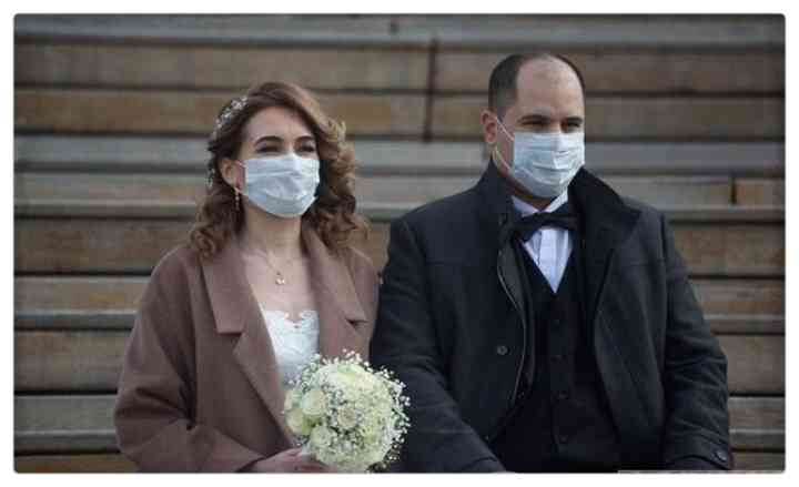 15 Parejas que han decidido casarse en plena pandemia 11