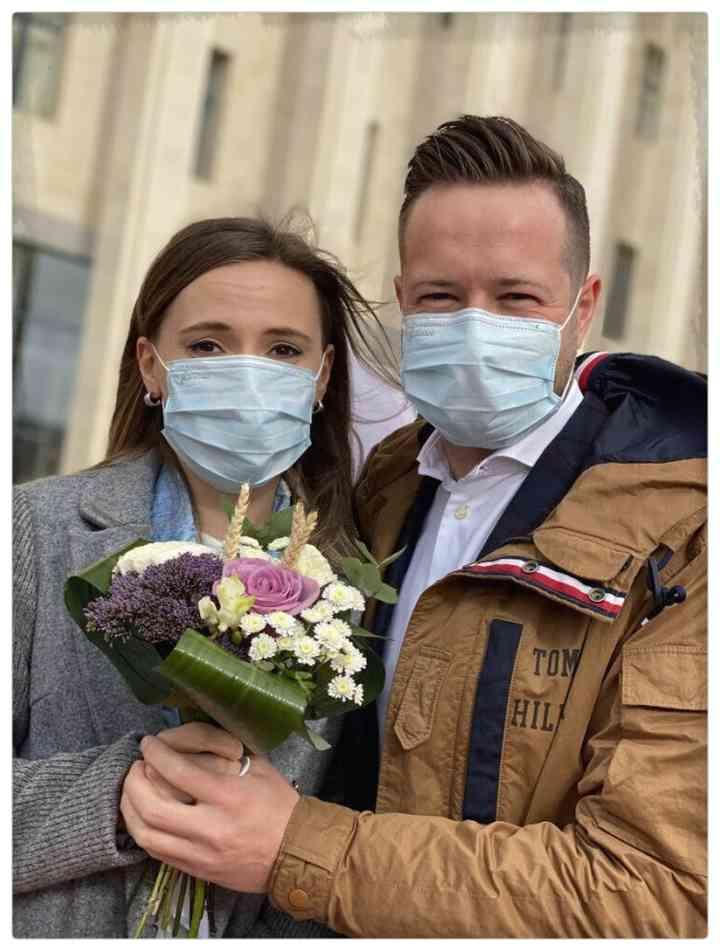15 Parejas que han decidido casarse en plena pandemia 13