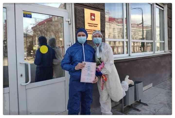 15 Parejas que han decidido casarse en plena pandemia 14