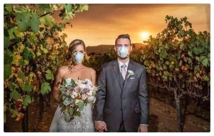 15 Parejas que han decidido casarse en plena pandemia 15