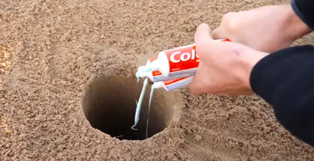 El experimento de mezclar Cocacola y pasta de dientes 3