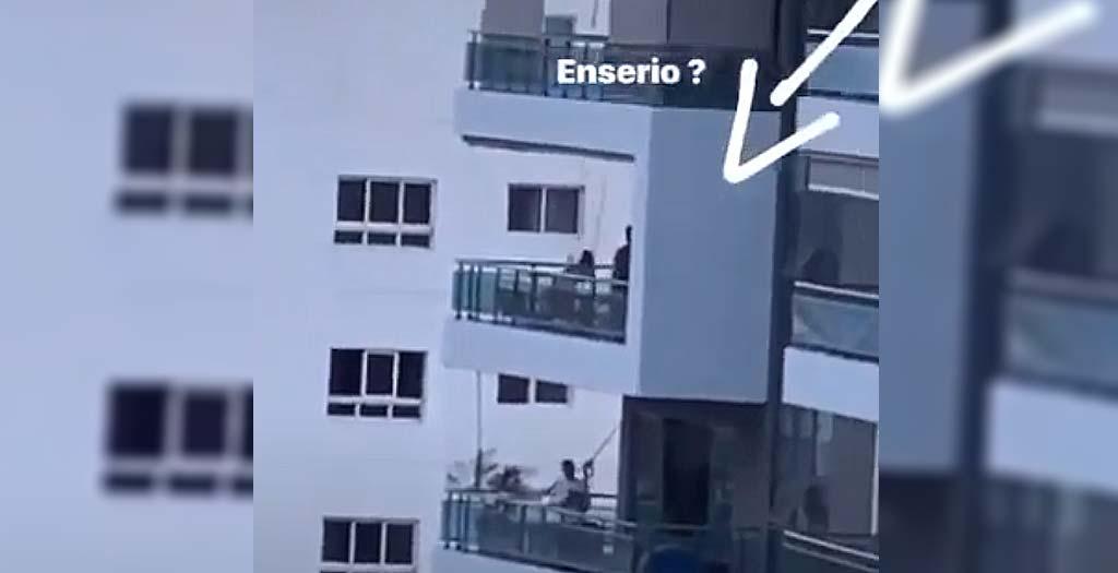 Padre pone un peligroso columpio en un octavo piso 22