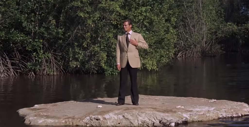 Así se hizo la escena de James Bond saltando sobre los cocodrilos en vive y deja morir 1