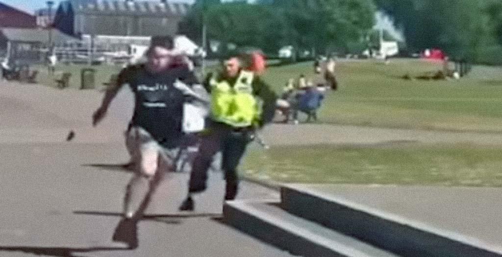 Policía que persigue a un tipo termina en el agua 9