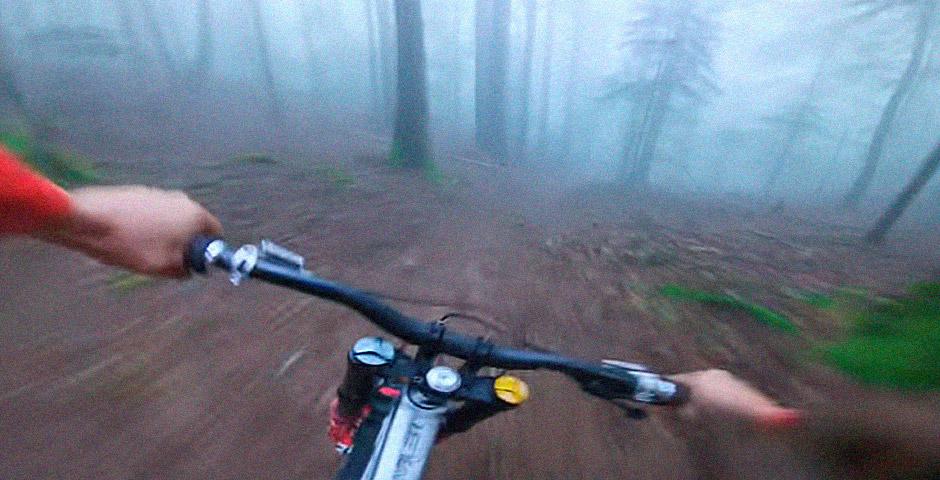 Trepidante descenso en bici por el bosque 5
