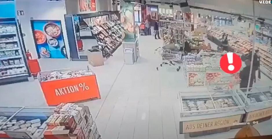 Sorprendente reacción de un hombre en el supermercado 3