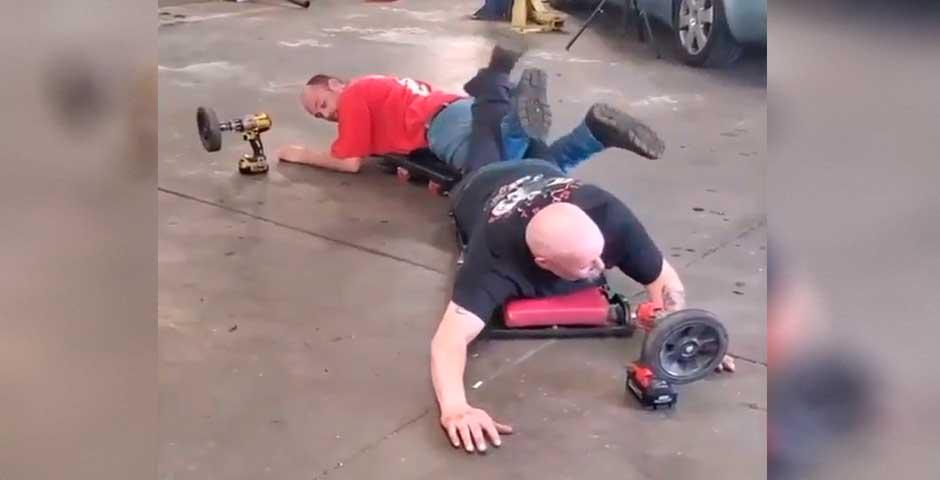 Estos mecánicos han ideado una manera de divertirse en el trabajo 7