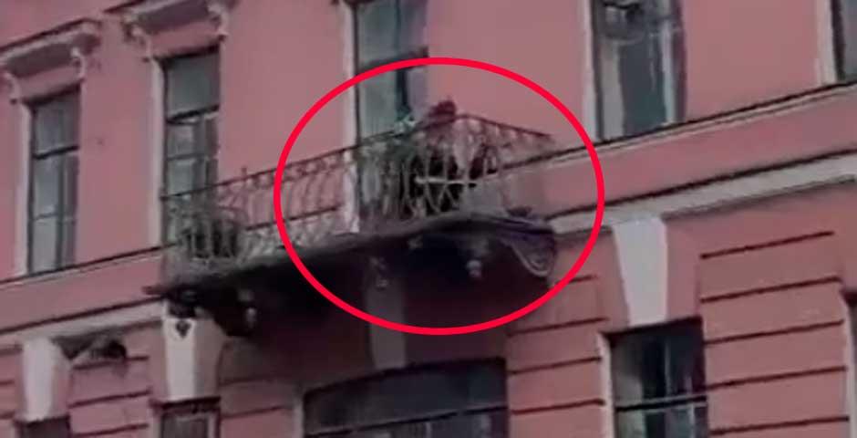Lo que ocurre en este balcón te va a sorprender 3