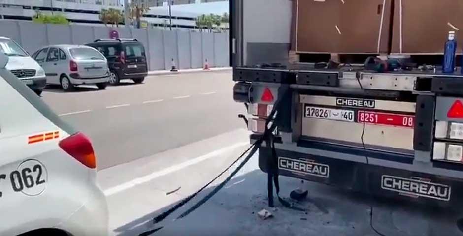 ¿Qué hace un coche de la Guardia Civil remolcando un camión? Te va a sorprender... 5