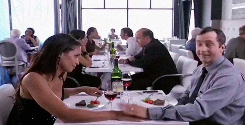 Lo que ocurre en esta cena romántica te va a sorprender 2